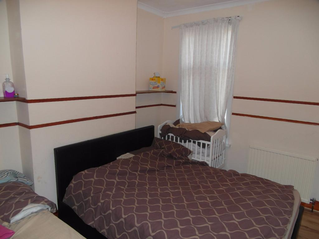 2 Bedroom Flat To Rent in Sheringham Avenue, London, E12