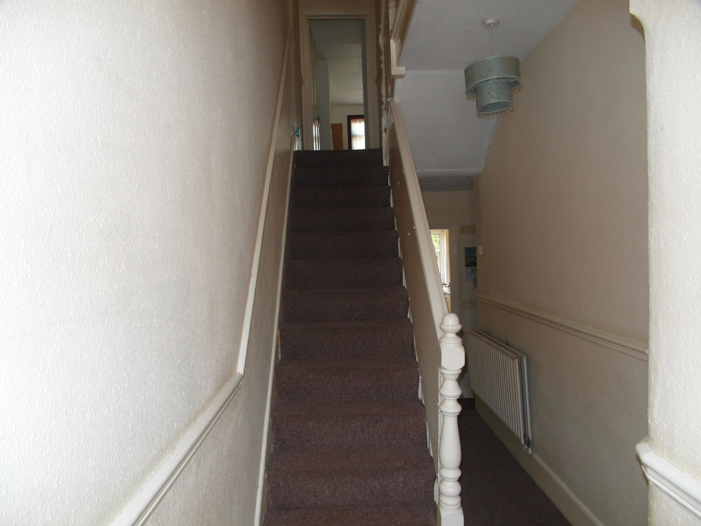 4 Bedroom Terraced House For Rent in Thorold Road, Ilford, IG1