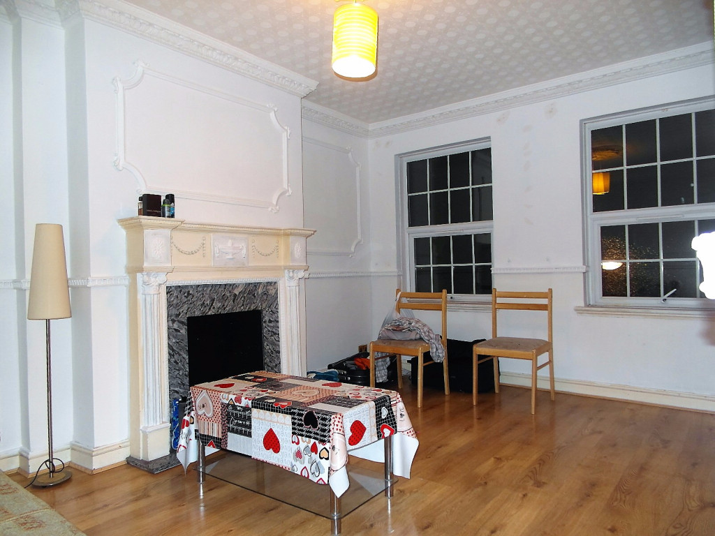 2 Bedroom Flat To Rent in Frinton Mews, Ilford, IG2