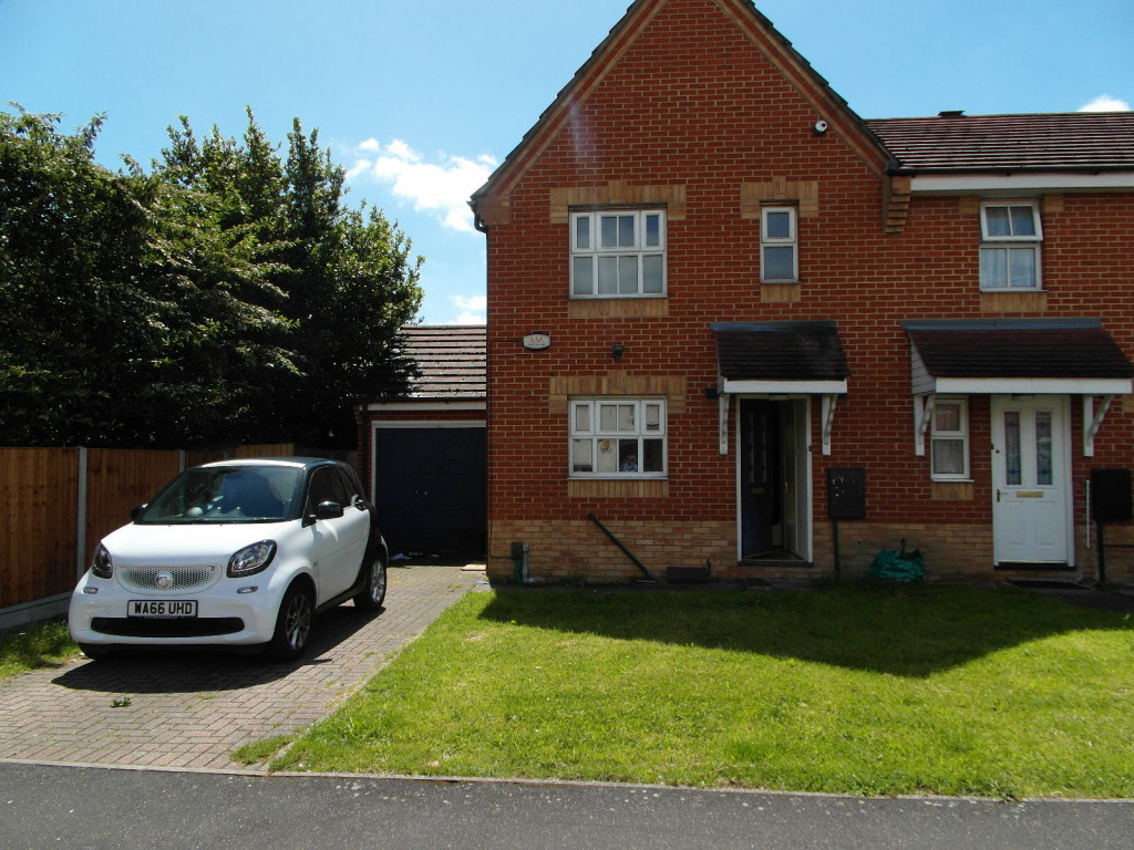3 Bedroom Terraced House For Rent in Bluebell Way, Ilford, IG1