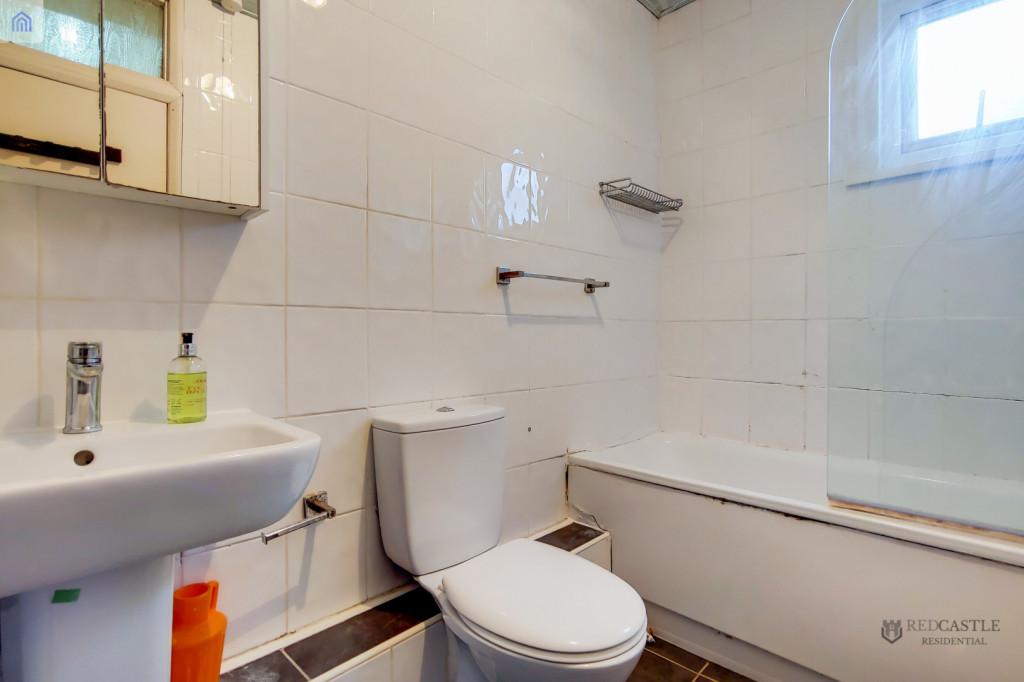 2 Bedroom Flat For Sale in Wellesley Road, Ilford, IG1