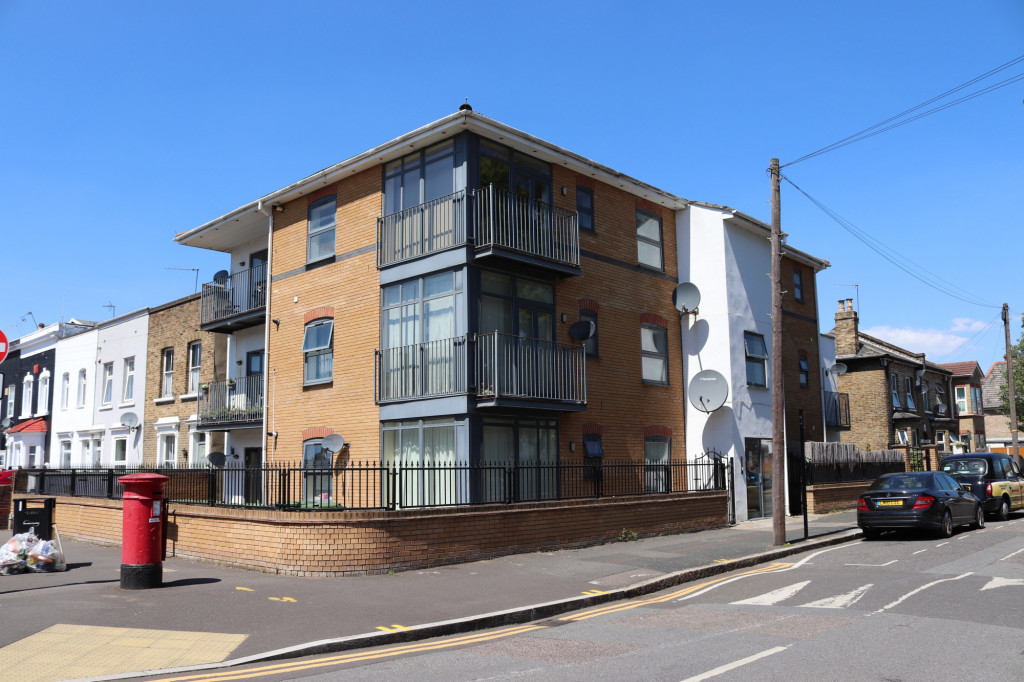 Studio Flat For Rent In Zurich House, 6 Hatfield Road, London, E15