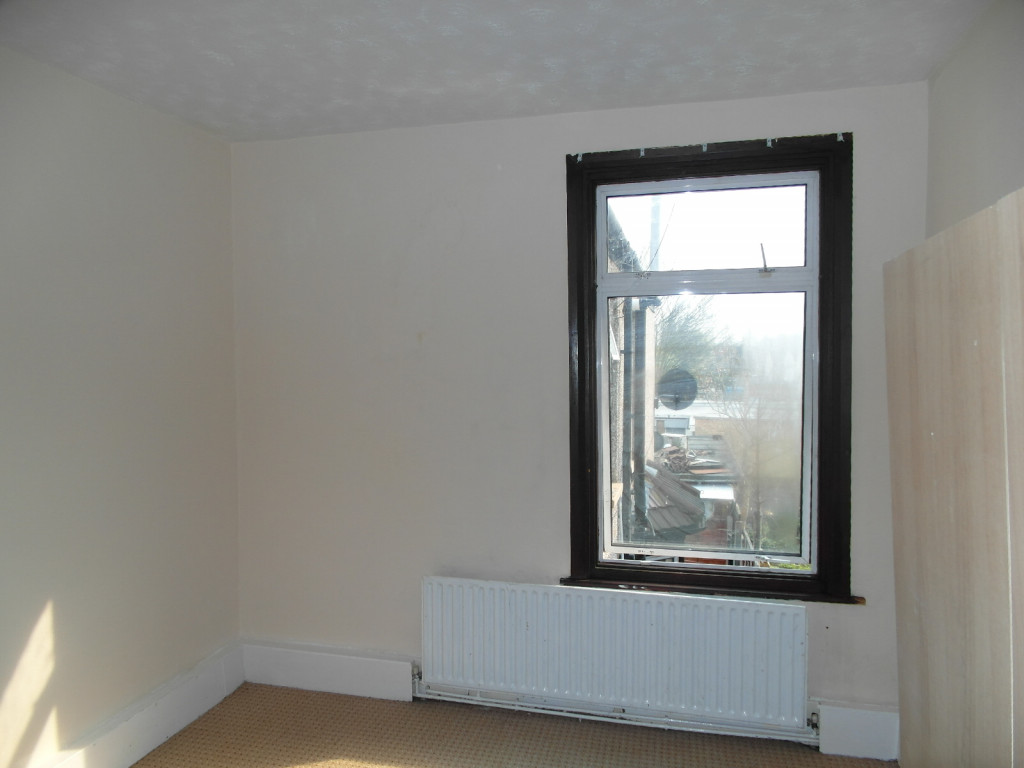 3 Bedroom Flat To Rent in Romford Road, London, E7